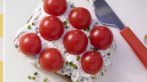 Rezept: Schnittlauchbrot mit Tomaten
