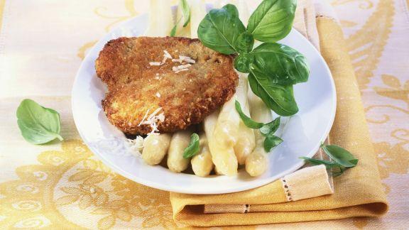 Rezept: Schnitzel mit Parmesankruste dazu Spargel