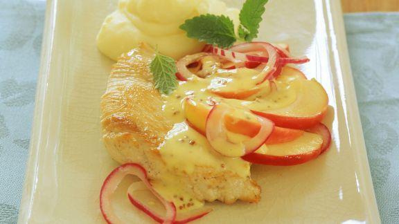 Rezept: Schnitzel von der Pute mit Kartoffelpüree und Zwiebel-Apfel-Sauce