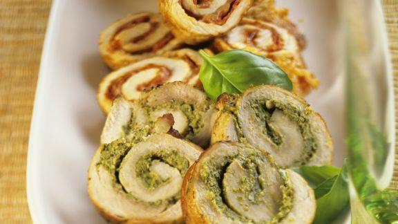 Rezept: Schnitzelröllchen mit Pesto oder pikanter Salami
