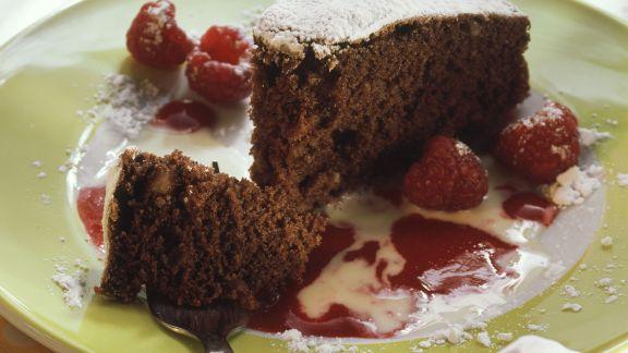 schokoladen nuss kuchen mit himbeer und vanilleso e rezept eat smarter. Black Bedroom Furniture Sets. Home Design Ideas