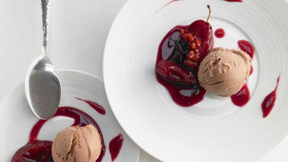 Rezept: Schokoladeneis mit Koriander dazu Zwetschgenkompott