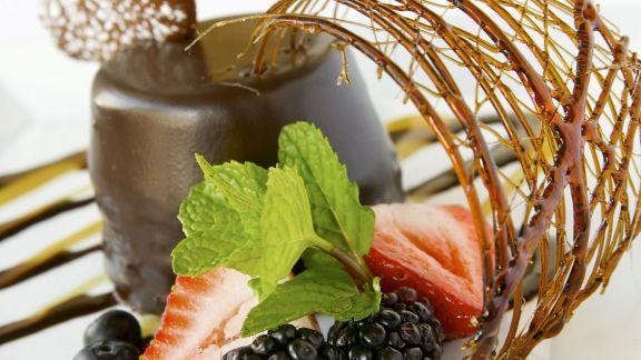 Rezept: Schokoladenmousse mit Beeren