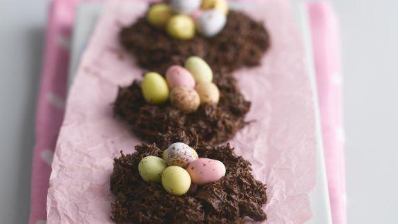 Rezept: Schokoladennester mit bunten Zuckereiern