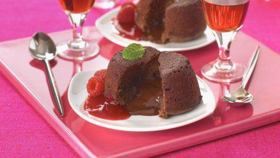 Rezept: Schokoladenpudding nach englischer Art mit Himbeersoße