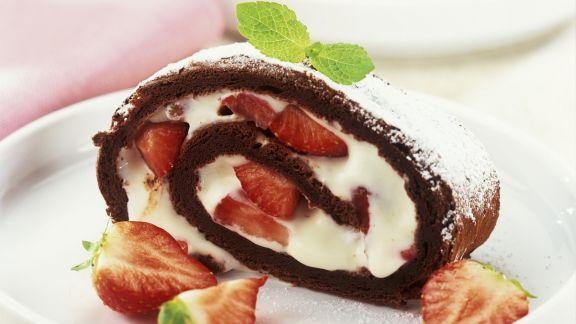 Rezept: Schokorolle mit Erdbeer-Sahne-Füllung