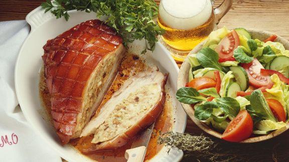Rezept: Schweinebauch mit Füllung, dazu Salat