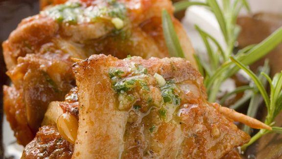 Rezept: Schweinebauchrouladen mit Pesto rosso und Kräuteröl