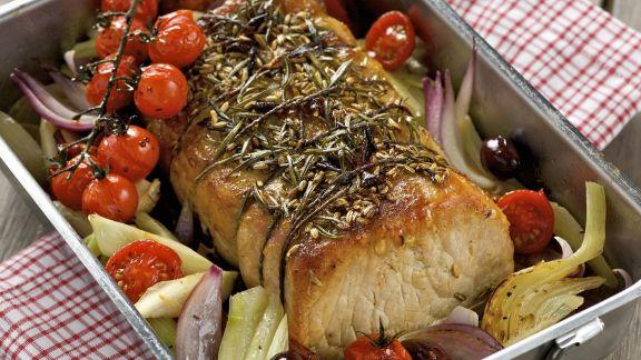 Rezept: Schweinebraten auf italienische Art mit Gemüse und Kräutern