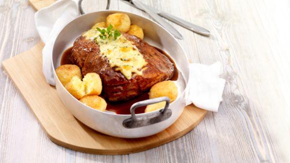 Rezept: Schweinebraten mit Käse-Kartoffelbällchen