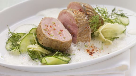 Rezept: Schweinefilet auf Gurken-Ingwer-Salat