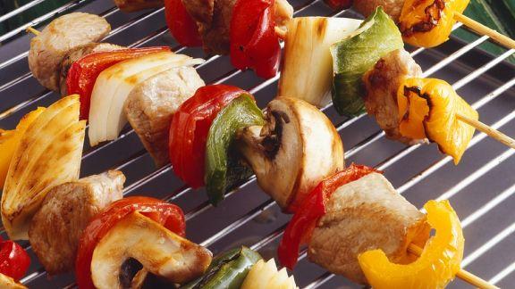 Rezept: Schweinefleisch-Gemüsespieße vom Grill
