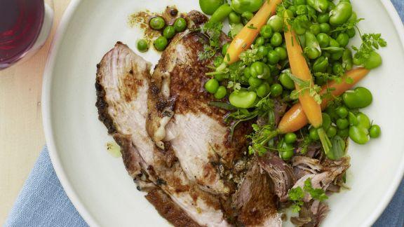 Rezept: Schweinefleisch mit Erbsen-Karotten-Gemüse