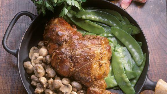 Rezept: Schweinehaxe mit Zuckerschoten und Pilzen