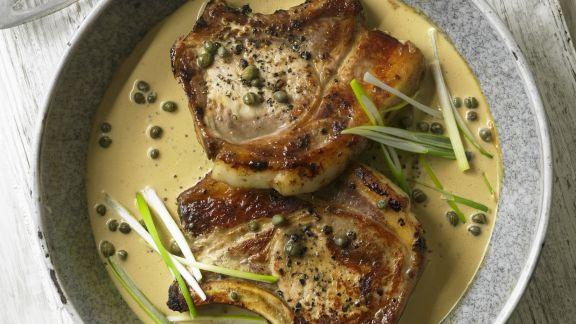 Rezept: Schweinekoteletts in sahniger Pfeffersoße