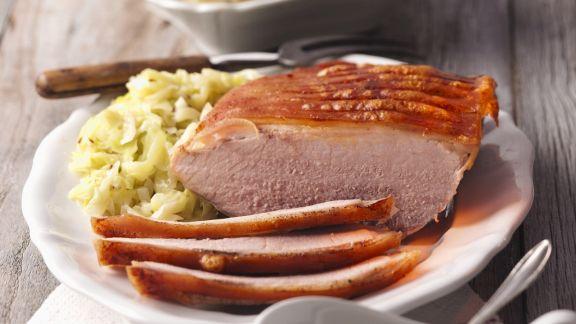 Rezept: Schweinekrustenbraten mit Kohlgemüse und böhmischen Knödeln