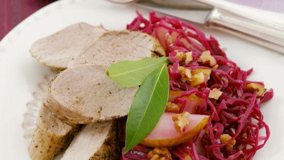 Rezept: Schweinelende mit Birnen-Blaukraut-Salat