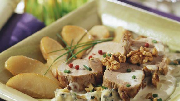 Rezept: Schweinemedaillons mit Blauschimmelkäse, Birnen und Nüssen