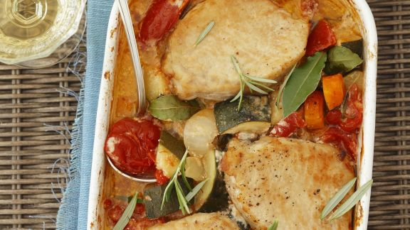 Rezept: Schweineschnitzel mit buntem Gemüse und Ofenkartoffeln