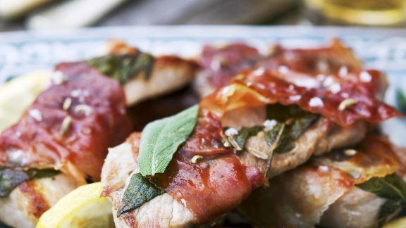 Rezept: Schweineschnitzel mit Schinken und Salbei