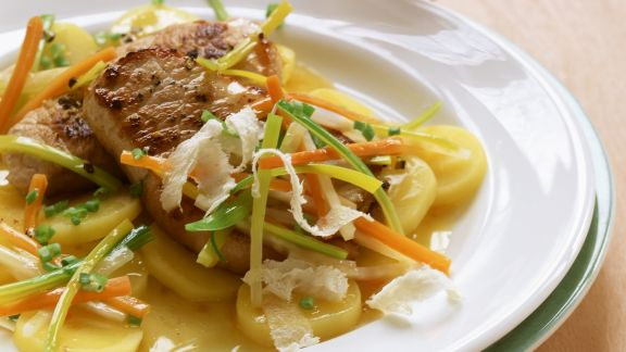 Rezept: Schweinesteak mit Gemüsestreifen und Meerrettich