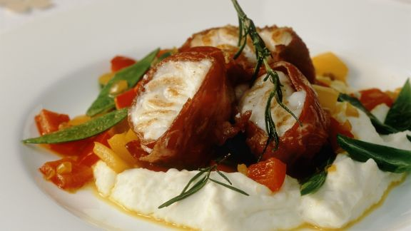 Rezept: Seeteufel mit Schinkenwickel dazu Gemüse und Kartoffelbrei