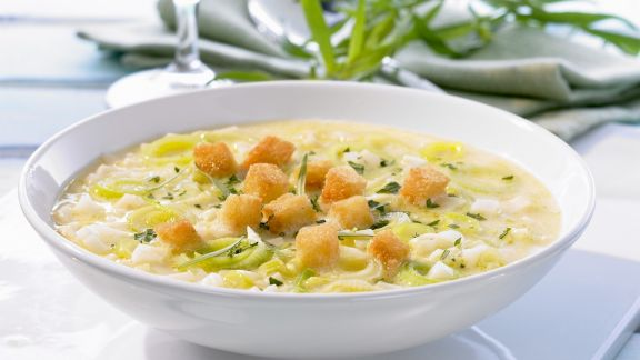 Rezept: Sellerie-Porree-Suppe mit Croutons
