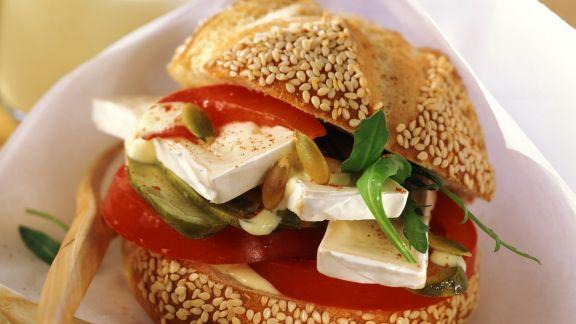 Rezept: Semmel mit Camembert und Gemüse