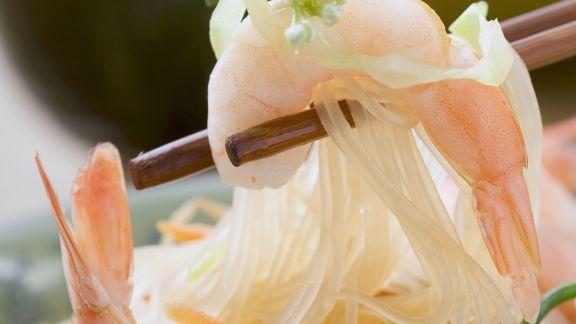 Rezept: Shrimps-Glasnudel-Salat mit Erdnüssen