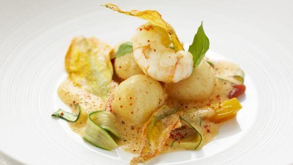 Rezept: Shrimps-Grießknödel mit Gemüse