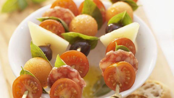 Rezept: Snack-Spieße mit Tomaten, Käse, Wurst und Melone