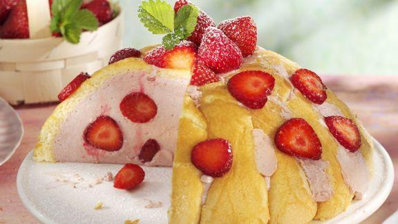 Rezept: Sommerliche Charlotte mit Erdbeeren