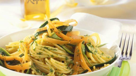 Rezept: Spagehtti mit Gemüse und Pesto