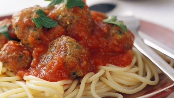 Rezept: Spaghetti mit Fleischbällchen und Tomatensoße
