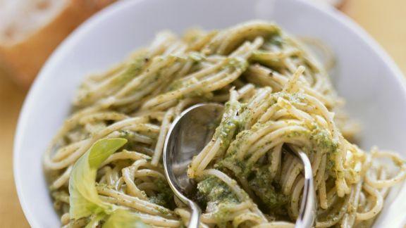 Rezept: Spaghetti mit grünem Pesto