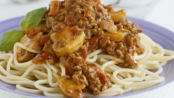 Rezept: Spaghetti mit Hackfleisch-Champignon-Soße