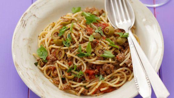 Rezept: Spaghetti mit Hackfleischsauce und Oliven