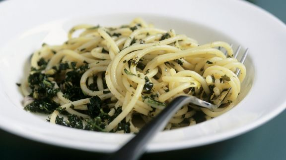 Rezept: Spaghetti mit pikanter Grünkohl-Soße