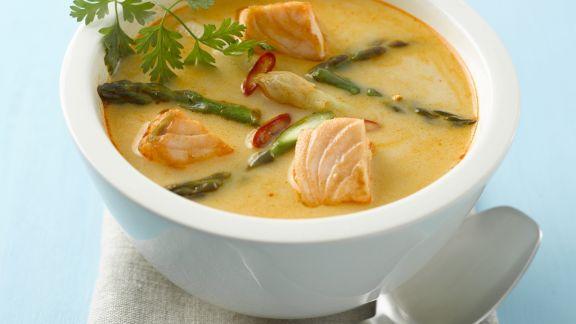 Rezept: Spargel-Currysuppe mit Lachs