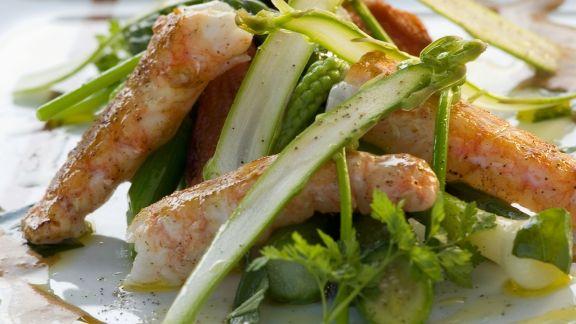 Rezept: Spargel-Gemüsessalat mit gebratenem Kaiserhummer