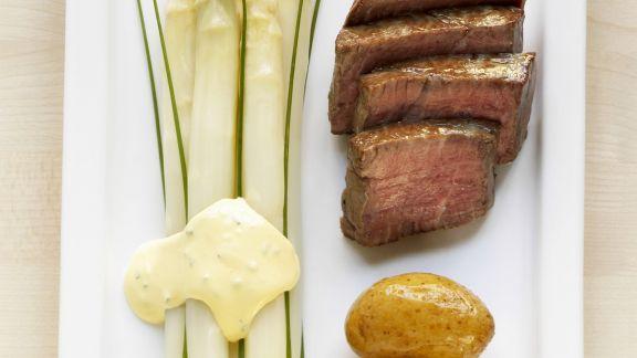 Rezept: Spargel mit Schnittlauchsauce und Rinderfilet