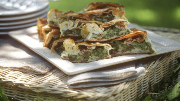 Rezept: Spargel-Strudel mit Taleggio und Schinken