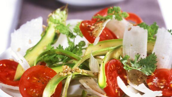 Rezept: Spargel-Tomaten-Carpaccio mit Sesam-Vinaigrette