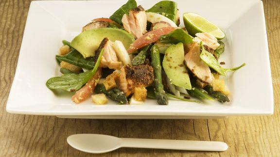 Rezept: Spargelsalat mit Avocado und Lachs