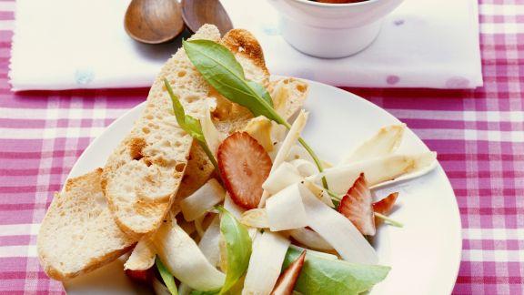 Rezept: Spargelsalat mit Erdbeeren