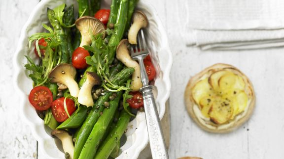 Rezept: Spargelsalat mit Kartoffelpizza