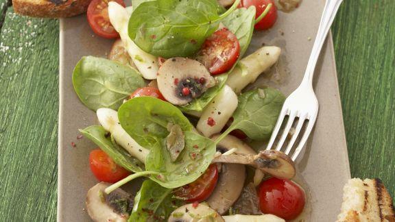 Rezept: Spargelsalat mit Spinat und Champignons