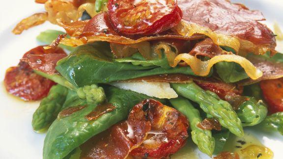 Rezept: Spargelsalat mit Spinat und Serranoschinken