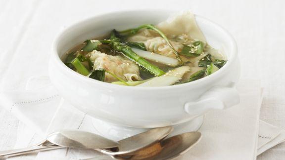 Rezept: Spargelsuppe mit Garnelen-Teigtaschen (Wan Tan)