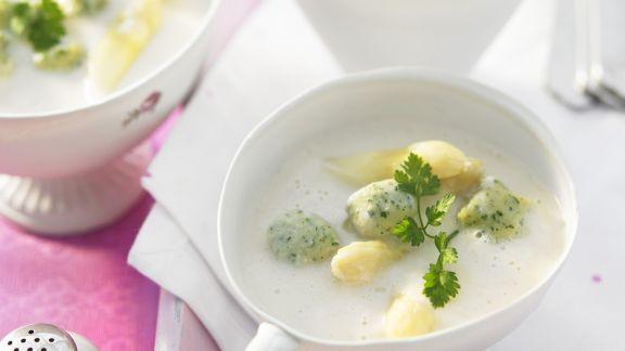 Rezept: Spargelsuppe mit Nockerl